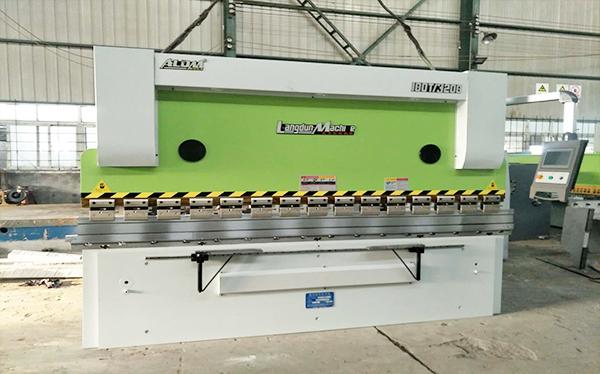 WC67K-100T/3200数控液压板料折弯机