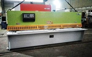 上海QC12K-4x3200液压摆式剪板机